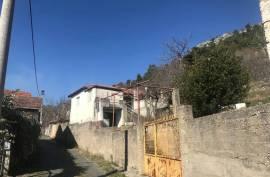 Prodaje se stara kuca sa zemljom 1111m2 u Čapljini, 40 , Čapljina