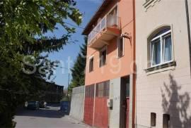 Kuća sa baštom na Marindvoru, 250 , Sarajevo – Centar