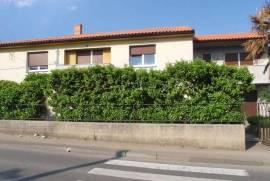 Kuća na Marinićima, 3500 m2, idealna pozicija za prodajne salone, 270