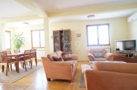 Četverosoban stan u ulici Kalemova, 120 m2, 120 , Sarajevo – Centar