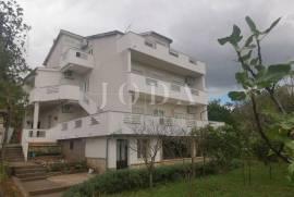 Jadranovo samostojeća kuća s pogledom na more, 370 , Crikvenica